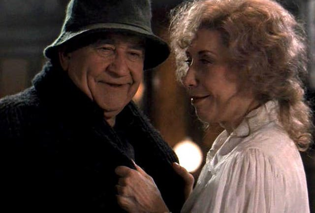 Ed Asner and Lily Tomlin in How the Ghosts Stole Christmas (S6_E8)