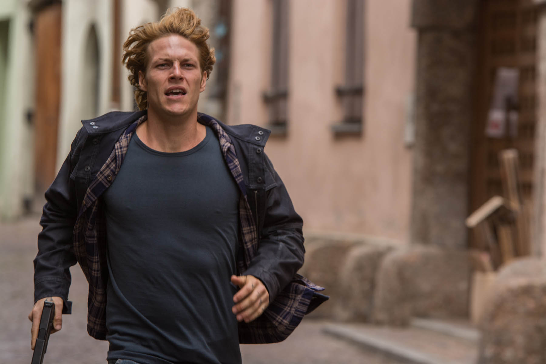 Point Break Luke Bracey Tells Us About Johnny Utah Den Of Geek