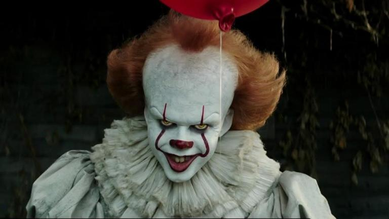 It Bill Skarsgard On Becoming Pennywise The Clown Den Of Geek