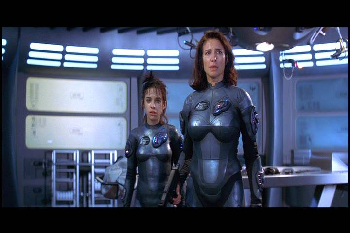Lost In Space Borrows The Best Parts Of The 1998 Movie Den Of Geek