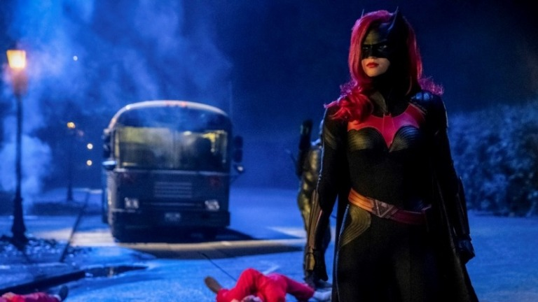 Arrow Season 7 Episode 9 Review The Best Crossover Yet Den Of Geek Good video i did not know about the arrow req was used as normal i wish i had a private server anyway anyway. arrow season 7 episode 9 review the