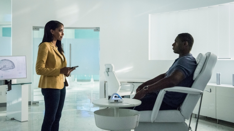 Azie Tesfai as Kelly and David Harewood as J'onn in Supergirl Season 5 Episode 2