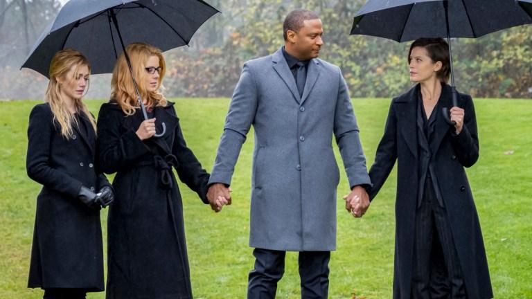 Arrow Series Finale: Oliver Queen Funeral