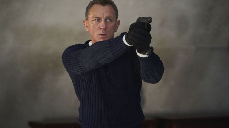 Daniel Craig as James Bond with a gun in No Time to Die