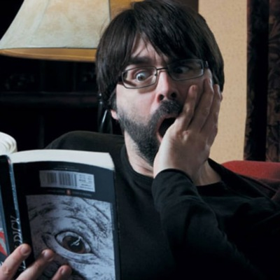 Joe Hill reading Moby Dick upside down