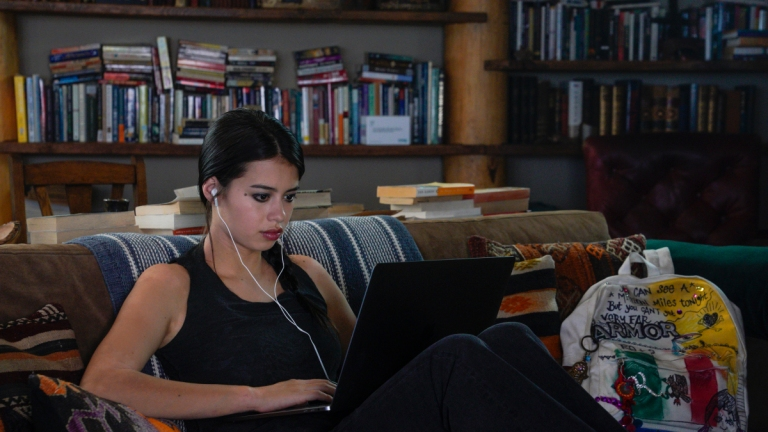 Roswell Season 2 Episode 2 on The CW