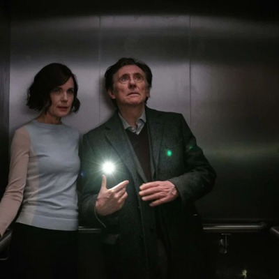 Gabriel Byrne and Elizabeth McGovern in War Of The Worlds