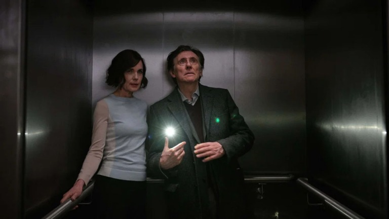 Gabriel Byrne and Elizabeth McGovern in War Of The Worlds