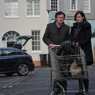 Gabriel Byrne and Elizabeth McGovern in The War of the Worlds episode 5