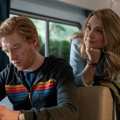 Domhnall Gleeson and Merritt Weaver in Run Season 1 Episode 2