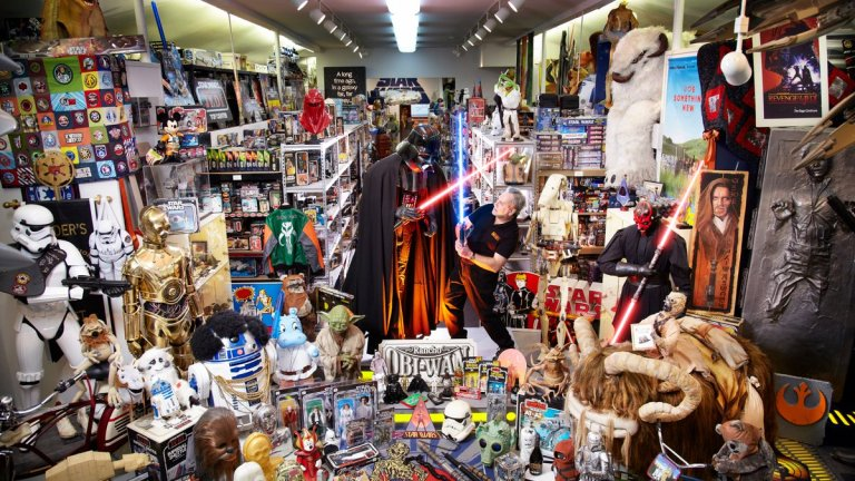 Link Tank: The Largest Star Wars Collection in the World, a Video ...