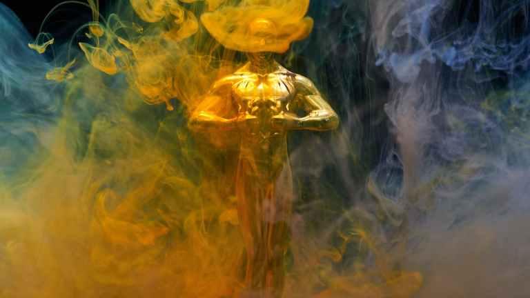 Oscars Statue in Smoke