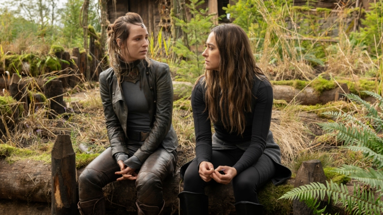 The 100 Season 7 Episode 2 Hope and Echo on Sky Ring in The Garden
