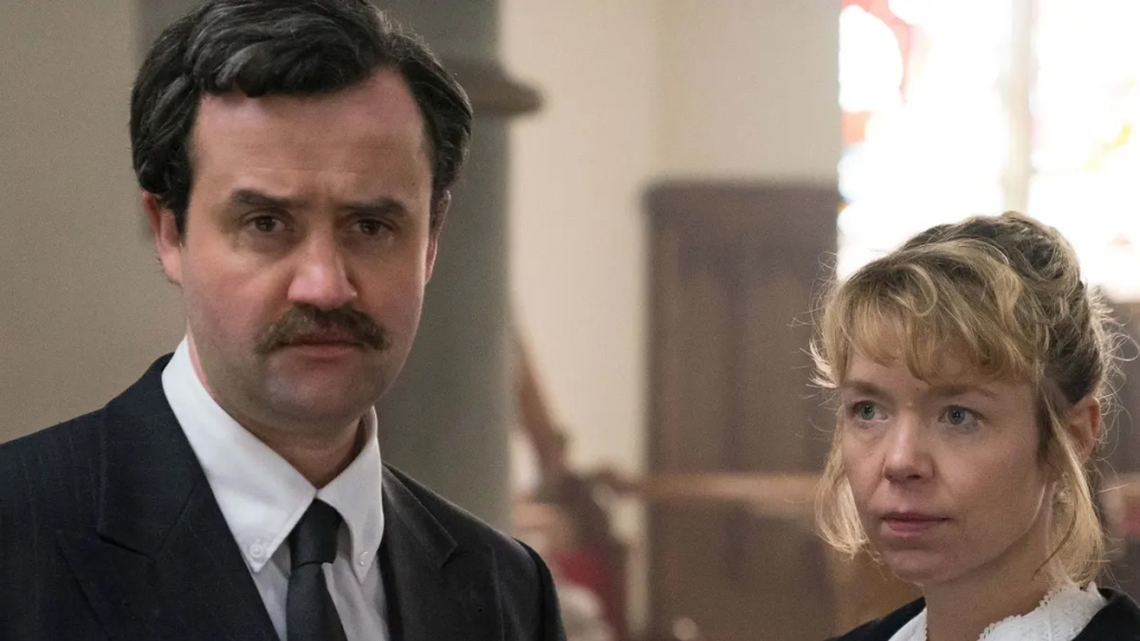 Daniel Mays and Anna Maxwell Martin in Mother's Day