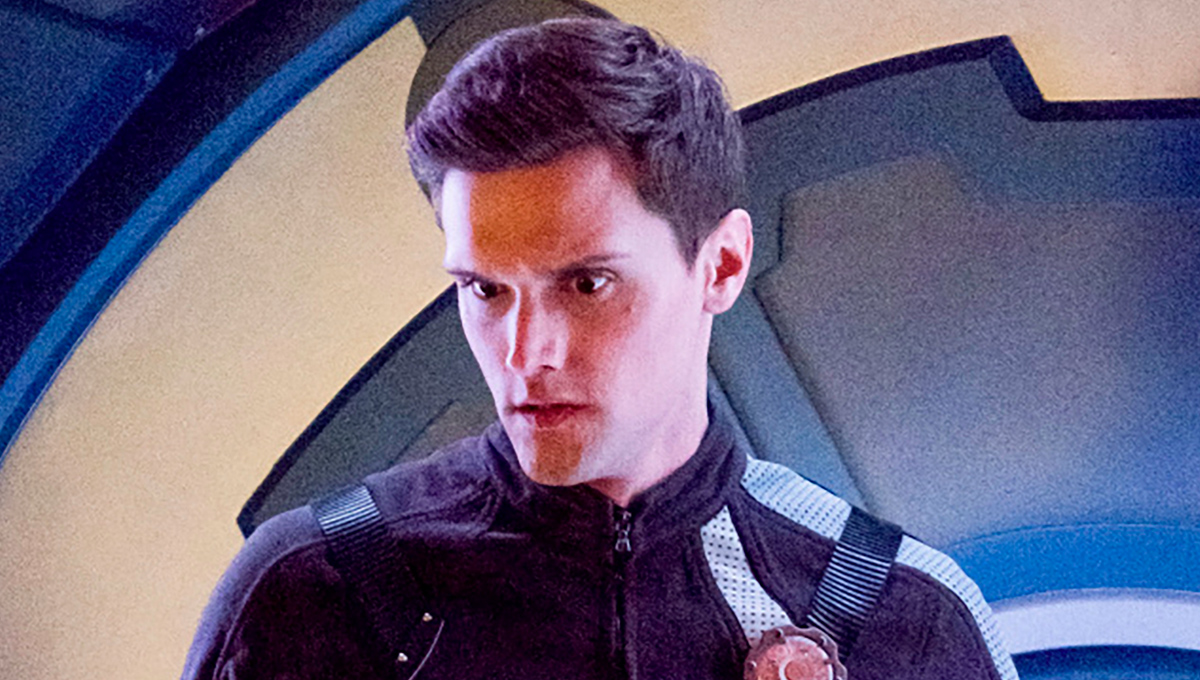 Hartley Sawyer Fired From The Flash Over Offensive Tweets Den Of