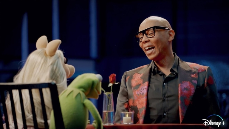 Miss Piggy and Kermit interview RuPaul in Muppets Now