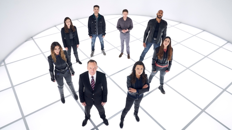 Agents of SHIELD team in circle