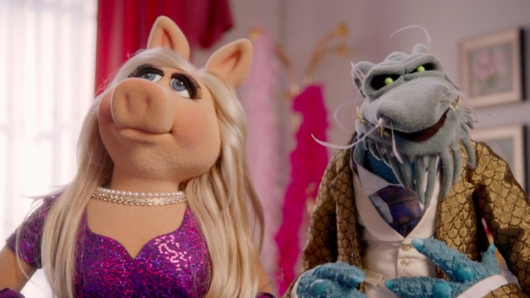Miss Piggy and Uncle Deadly on Muppets Now