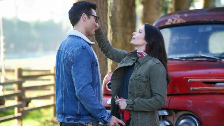 Tyler Hoechlin as Superman and Elizabeth Tulloch as Lois on The CW