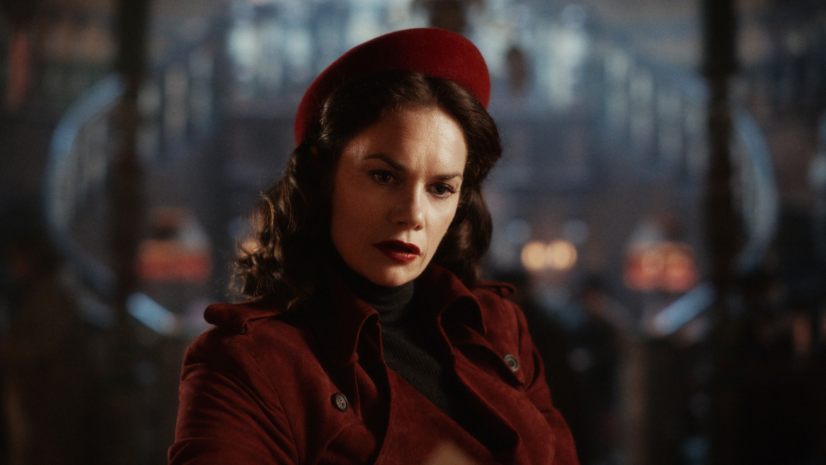 Mrs Coulter is played by Ruth Wilson