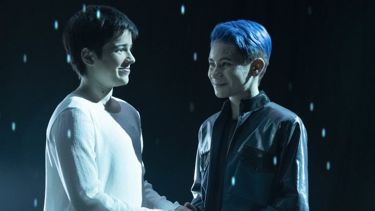 Blu del Barrio as Adira and Ian Alexander as Gray in Star Trek: Discovery