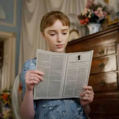 Daphne Reads Lady Whistledown in Bridgerton