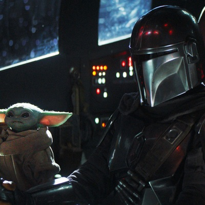Din Djarin (Pedro Pascal) and The Child on The Mandalorian