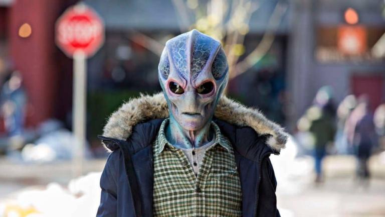 Harry Vanderspiegle (Alan Tudyk) in Resident Alien
