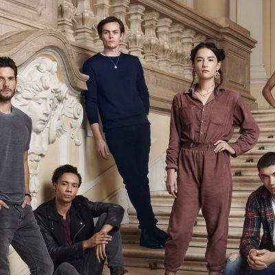 The Cast of Netflix's Shadow and Bone stand on some stairs