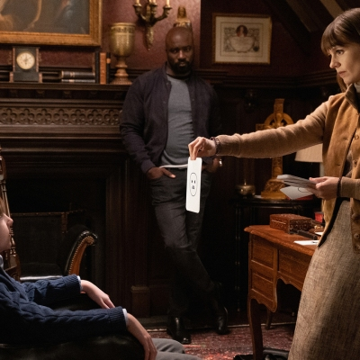 Katja Herbers and Mike Colter asking some questions in Evil season 1