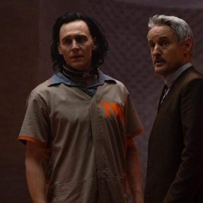 Loki (Tom Hiddleston) and Agent Mobius (Owen Wilson) in Loki