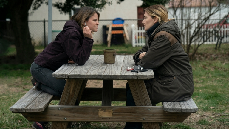 Carrie Layden (Sosie Bacon) and Mare Sheehan (Kate Winslet) in Mare of Easttown