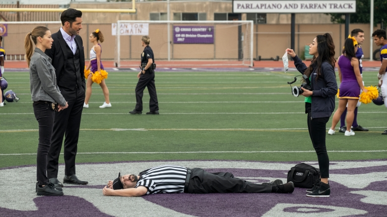 Lucifer, Chloe, and Ella investigate the murder of a high school referee.