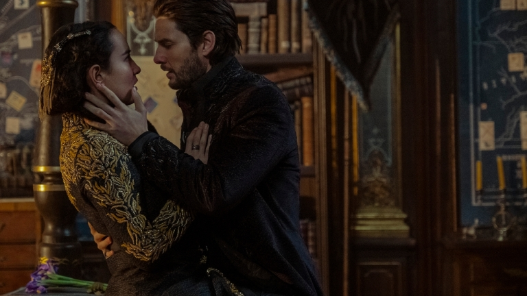 Alina and the Darkling about to kiss on Shadow and Bone