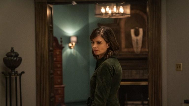 Katja Herbers as Dr. Kristen Bouchard in Evil season 2 episode 1
