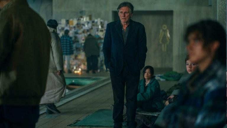 Gabriel Byrne in War of the Worlds season 2 episode 1