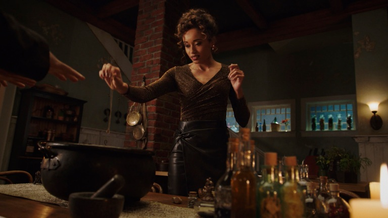 """Olivia Swann as Astra in DC's Legends of Tomorrow Season 6 Episode 5 """"The Satanist's Apprentice"""""""