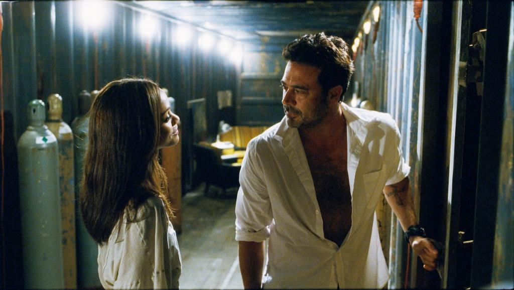 Zoe Saldana et Jeffrey Dean Morgan dans Les perdants