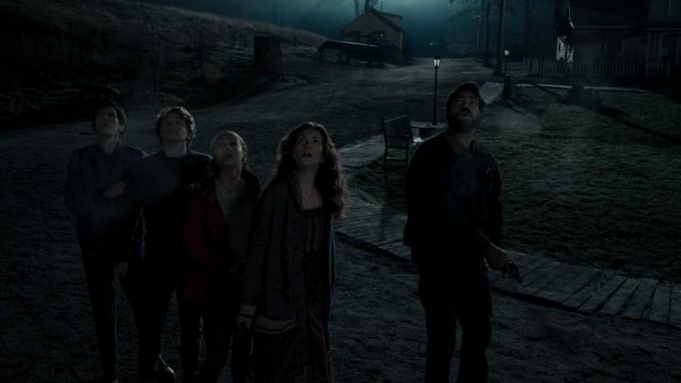 Sarah Gunning (Annabeth Gish), Warren Flynn (Igby Rigney), Leeza Scarborough (Annarah Cymone), Erin Greene (Kate Siegel), and Sheriff Hassan (Rahul Kohli) in Midnight Mass episode 7