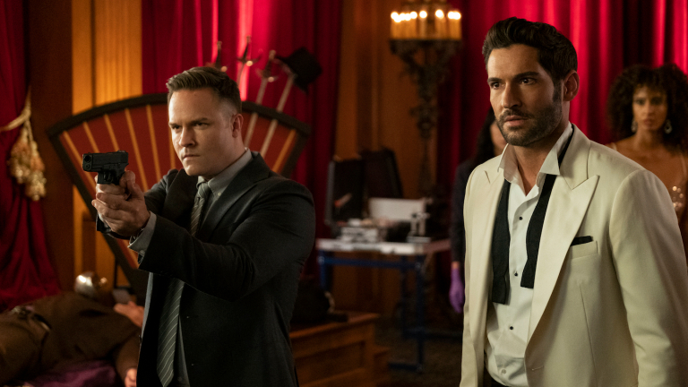 Tom Ellis as Lucifer and Scott Porter as Detective Carol Corbett investigate a case.