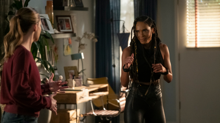 Laura German as Chloe Decker receives training from Lesley-Ann Brandt as Mazikeen.