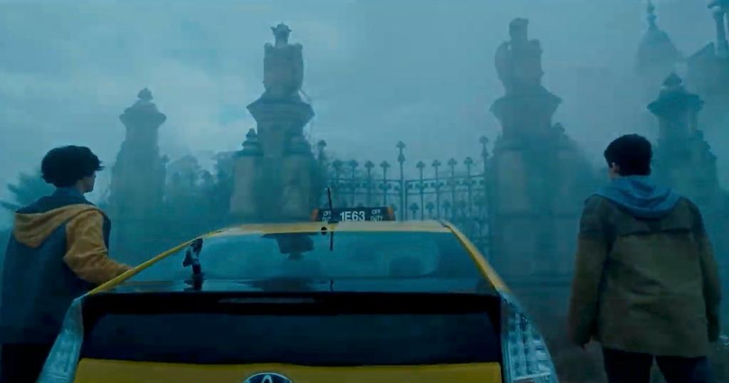 How The Flash Movie Trailer Brings Back Michael Keaton's Batman Burtonverse